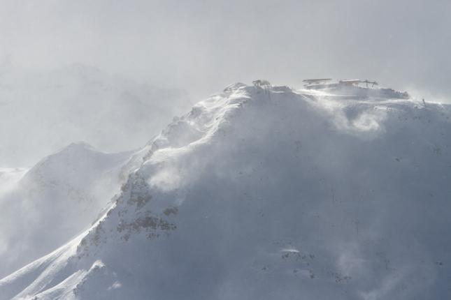 Blowy peaks