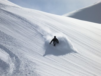 Powder skiing in Méribel